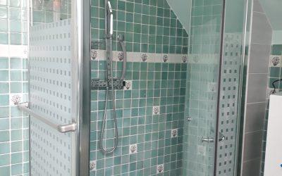 Receveur et une paroi de douche
